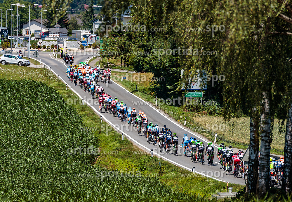 05.07.2017, Altheim, AUT, Ö-Tour, Österreich Radrundfahrt 2017, 3. Etappe von Wieselburg nach Altheim (226,2km), im Bild Peloton // Peloton during the 3rd stage from Wieselburg to Altheim (199,6km) of 2017 Tour of Austria. Altheim, Austria on 2017/07/05. EXPA Pictures © 2017, PhotoCredit: EXPA/ JFK