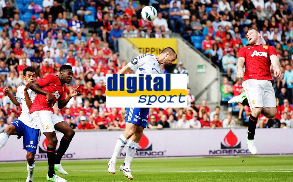 Fotball<br /> Oppvisningskamp<br /> Ullev&aring;l Stadion 05.08.12<br /> V&aring;lerenga VIF - Manchester United<br /> Wayne Rooney stusser mot Danny Wlbeck , Andr&egrave; Muri <br /> Foto: Eirik F&oslash;rde