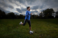 Photo ©2009 Tom Wagner,  ©Tom Wagner 2009, all rights reserved, all moral rights asserted..Athletes on Blackheath, London, with the buildings of Canary Wharf in the background..©Tom Wagner 2009, all rights reserved, all moral rights asserted..
