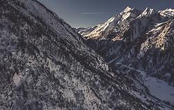 THEMENBILD - das Kitzsteinhorn bei Sonnenaufgang mit der winterlichen Landschaft, aufgenommen am 22. Januar 2019 in Kaprun, Oesterreich // the Kitzsteinhorn glacier at sunrise with the wintry landscape in Kaprun, Austria on 2019/01/22. EXPA Pictures © 2019, PhotoCredit: EXPA/ JFK