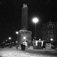 A night time view of the remains on Nelson's Pillar. March 8, 1966. (Part of the Independent Newspapers/NLI Collection)