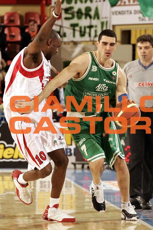DESCRIZIONE : FORLI  FINAL 8 COPPA ITALIA LEGA A1 2005<br />GIOCATORE : SORAGNA<br />SQUADRA : BENETTON TREVISO<br />EVENTO : FINAL 8 COPPA ITALIA LEGA A1 2005<br />GARA : BENETTON TREVISO-CASTI GROUP VARESE<br />DATA : 17/02/2005<br />CATEGORIA : Tiro<br />SPORT : Pallacanestro<br />AUTORE : AGENZIA CIAMILLO &amp; CASTORIA/P.Lazzeroni
