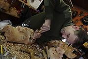 Der Maskenschnutzer Heinrich Rieder arbeitet an einer neuen Tschäggätta-larve im Maskenkeller der Familie. Die fratzenartigen, furchterregenden Larven sind das Markenzeichen des Lötschentals.  © Romano P. Riedo