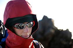 14-10-2008 REPORTAGE: BEKLIMMING MOUNT MERU: TANZANIA<br /> De eerste top Mount Meru is genomen / Helga Snaak<br /> ©2008-WWW.FOTOHOOGENDOORN.NL
