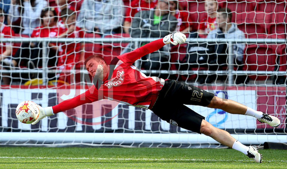 Richard O'Donnell of Bristol City warms up - Mandatory by-line: Robbie Stephenson/JMP - 17/09/2016 - FOOTBALL - Ashton Gate Stadium - Bristol, England - Bristol City v Derby County - Sky Bet Championship