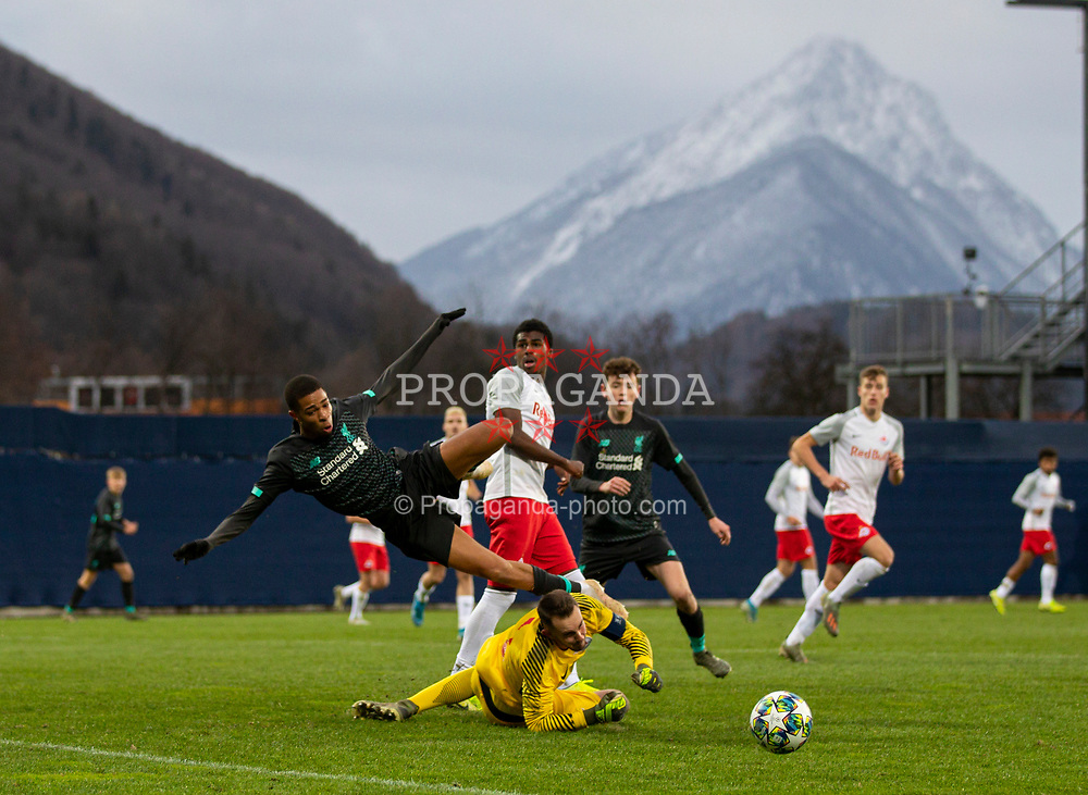GRÖDIG, AUSTRIA - Tuesday, December 10, 2019: Liverpool's Elijah Dixon-Bonner is fouled by FC Salzburg's Wallison Nunes Silva (hidden) for a penalty during the final UEFA Youth League Group E match between FC Salzburg and Liverpool FC at the Untersberg-Arena. (Pic by David Rawcliffe/Propaganda)