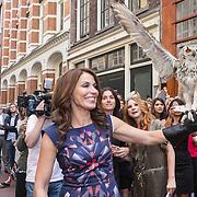 NLD/Amsterdam/20130506 -  Boekpresentatie 'De hartsvriendin' van Heleen van Royen,Heleen van Royen met een uil