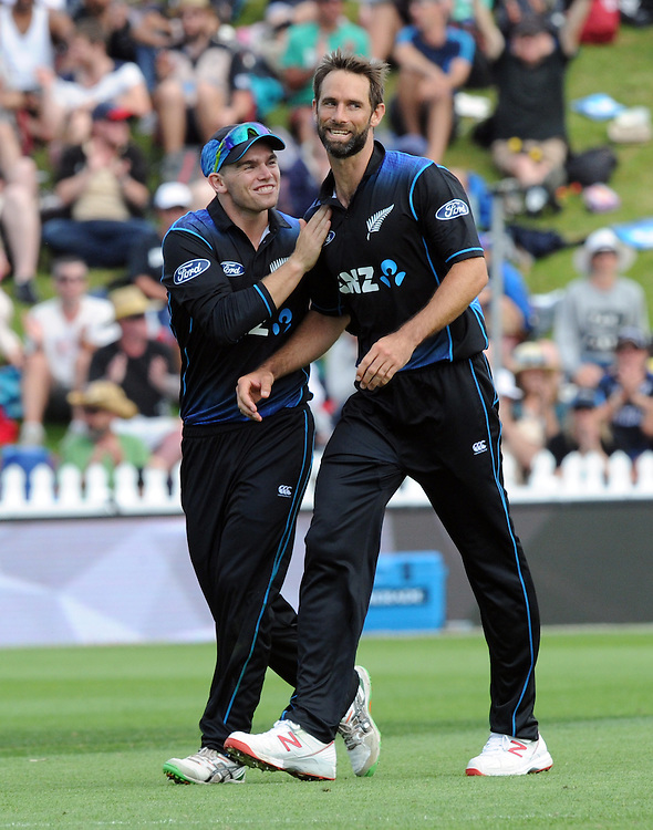 New Zealand's Grant Elliott, right, receives a pat on the shoulder for Tom Latham after he dismieed Pakistan's Sohaib Maqsood for 10 in the 1st ODI International Cricket match at Basin Reserve, Wellington, New Zealand, Monday, January 25, 2016. Credit:SNPA / Ross Setford