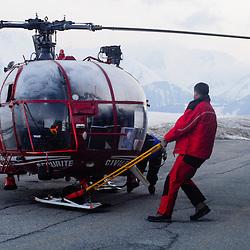 Activité du Peloton de Gendarmerie de Haute Montagne de l'Isère à l'aérodrome du Versoud et à l'altiport Henri Giraud de l'Alpe d'Huez. Entraînements, exercices et prise d'alerte sur les massifs montagneux de l'Isère grâce aux hélicoptères Dragon 38 de la Sécurité Civile.<br /> Mars & Avril 2008 / Le Versoud & Alpe d'Huez (38) / FRANCE<br /> Cliquez ci-dessous pour voir l'ensemble du reportage (80 photos)<br /> http://sandrachenugodefroy.photoshelter.com/gallery/2008-04-Secours-en-montagne-en-Isere-Complet/G0000TzId8CVWLBs/