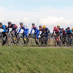 05-03-2016: Wielrennen: Ster van Zwolle: Zwolle<br />ZWOLLE (NED) wielrennen:  <br />De Ster van Zwolle is traditionele opening van het Nederlandse wielerseizoen. De 56e editie van de Ster kende mede door een gebrek aan wind. Op de dijk tussen Hasselt en Genemuiden zat latere winnaar Jeff Vermeulen in de buik van het peloton