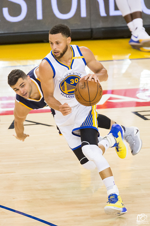 Golden State Warriors guard Stephen Curry (30) handles the ball against the Utah Jazz during Game 2 of the Western Conference Semifinals at Oracle Arena in Oakland, Calif., on May 4, 2017. (Stan Olszewski/Special to S.F. Examiner)