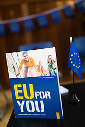"""25.03.2019, Vienna Business School, Wien, AUT, Präsentation des Schulbuchs """"EU for you, im Bild Feature EU for you Buch // during an media briefing with presentation of the shool book """"EU for you"""" in Vienna, Austria on 2019/03/25, EXPA Pictures © 2019, PhotoCredit: EXPA/ Michael Gruber"""