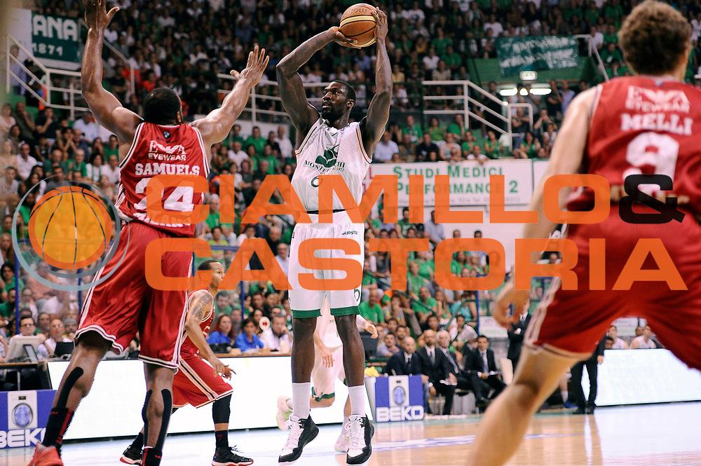 DESCRIZIONE : Siena Lega A 2013-14 Montepaschi Siena vs EA7 Emporio Armani Milano playoff Finale gara 6<br /> GIOCATORE : Othello Hunter<br /> CATEGORIA : Tiro<br /> SQUADRA : Montepaschi Siena<br /> EVENTO : Finale gara 6 playoff<br /> GARA : Montepaschi Siena vs EA7 Emporio Armani Milano playoff Finale gara 6<br /> DATA : 25/06/2014<br /> SPORT : Pallacanestro <br /> AUTORE : Agenzia Ciamillo-Castoria/M.Marchi<br /> Galleria : Lega Basket A 2013-2014  <br /> Fotonotizia : Siena Lega A 2013-14 Montepaschi Siena vs EA7 Emporio Armani Milano playoff Finale gara 6 <br /> Predefinita :