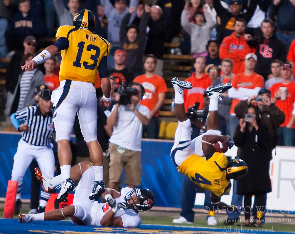 November 7, 2009; Berkeley, CA, USA;  California Golden Bears running back Jahvid Best (4) scores a touchdown during the second quarter against the Oregon State Beavers at Memorial Stadium. Best was injured on the play.