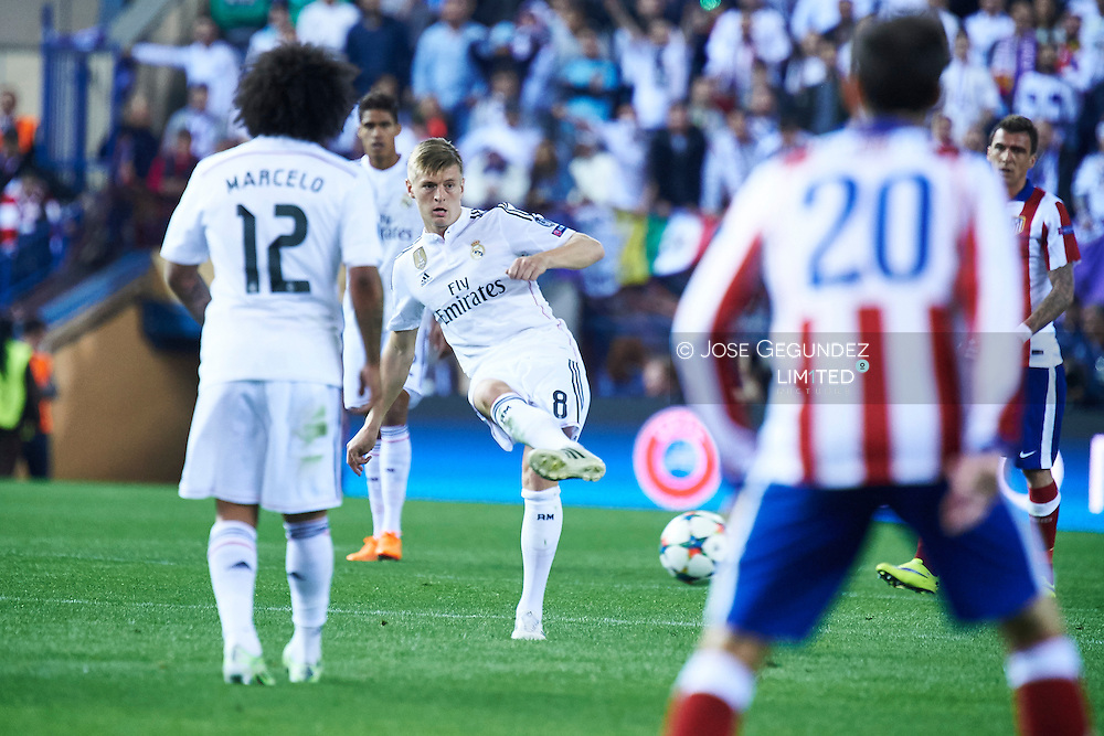 Toni Kroos (Real Madrid F.C.) in action during the Champions League, round of 4 match between Atletico de Madrid and Real Madrid at Estadio Vicente Calderon on April 14, 2015 in Madrid, Spain