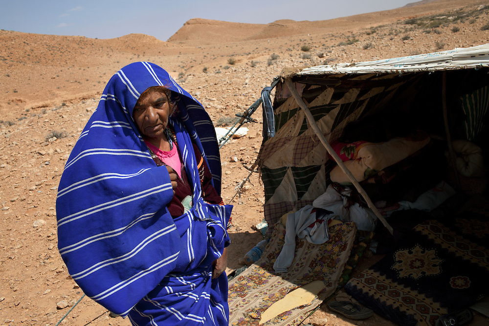 Woman from Mizda, 200 kms south of Tripoli, that have fled their homes because of the bombardments and live in tents in the desert.