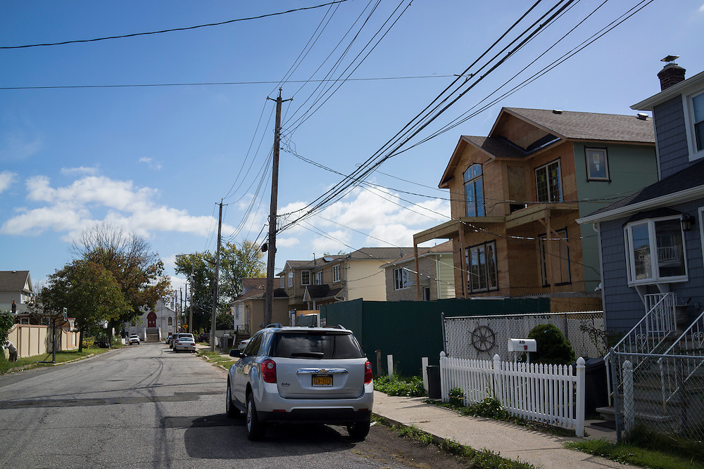Homes along Garibaldi Ave between Roma and Cedar Grove Aves in the New Dorp Beach neighborhood of Staten Island, NY on Monday, Oct. 5, 2015, weeks ahead of the three year anniversary of Hurricane Sandy.<br /> <br /> Andrew Hinderaker for The Wall Street Journal<br /> NYSTANDALONE