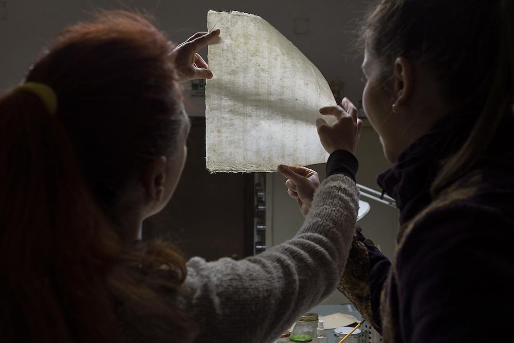 studio di una carta a mano del 600<br /> study of a hand-made paper of 600
