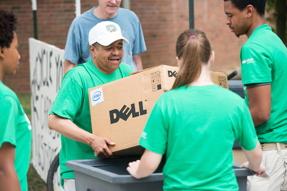 Ohio University President Roderick McDavis (Center) helps student move into their residence halls on East Green. Photo by Ben Siegel/ Ohio University