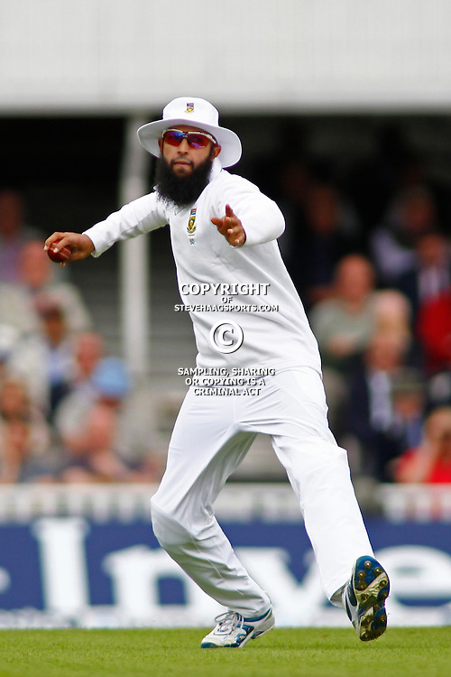 19/07/2012 London, England. South Africa's Hashim Amla fielding during the Investec cricket international test match between England and South Africa, played at the Kia Oval cricket ground: Mandatory credit: Mitchell Gunn