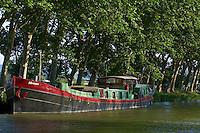 France, Aude (11), Le Somail, Canal du Midi, classé Patrimoine Mondial de l'UNESCO, port fluviale // France, Languedoc-Roussillon, Aude (11), city of Le Somail, Canal du Midi, river harbour
