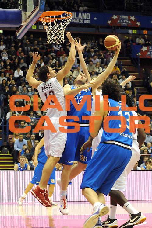 DESCRIZIONE : Milano Agos Ducato All Star Game 2011<br /> GIOCATORE : Andrea Crosariol<br /> SQUADRA : Italia Nazionale Maschile<br /> EVENTO : All Star Game 2011<br /> GARA : Italia All Star Team<br /> DATA : 13/03/2011<br /> CATEGORIA : Penetrazione Tiro<br /> SPORT : Pallacanestro<br /> AUTORE : Agenzia Ciamillo-Castoria/ L.Goria<br /> Galleria : FIP Nazionali 2011<br /> Fotonotizia :  Milano Agos Ducato All Star Game 2011<br /> Predefinita :