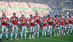 07.06.2014, Ernst Happel Stadion, Wien, AUT, American Football Europameisterschaft 2014, Finale, Oesterreich (AUT) vs Deutschland (GER), im Bild Oesterreichische Mannschaft waehrend der Nationalhymne // during the American Football European Championship 2014 final game between Austria and Denmark at the Ernst Happel Stadion, Vienna, Austria on 2014/06/07. EXPA Pictures © 2014, PhotoCredit: EXPA/ Thomas Haumer