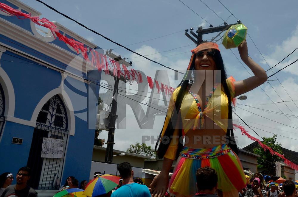 OLINDA, PE, 09.02.2016 - CARNAVAL-PE - Foliões aproveitam o último dia do Carnaval de Olinda (PE), nesta terça-feira (09). (Foto: Diego Herculano/Brazil Photo Press)