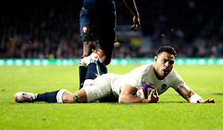 Ben Te'o of England scores a try to put his country into the lead against France - Mandatory by-line: Robbie Stephenson/JMP - 04/02/2017 - RUGBY - Twickenham - London, England - England v France - RBS Six Nations