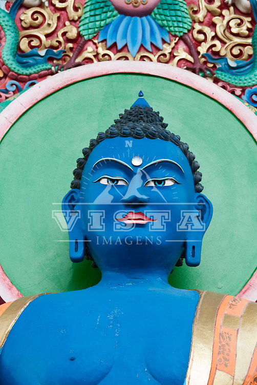 Buda Akshobia (um dos cinco budas da meditação, associado com a consciência, com o elemento água e com a sabedoria do espelho.), Centro Budista Khadro Ling, Tres Coroas, Rio Grande do Sul, Brasil, foto de Ze Paiva, Vista Imagens.