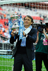 14.05.2011, Wemblay Stadium, ENG, FA CUP FINALE, Manchester City vs Stoke City im Bild Manchester City manager Roberto Mancini lifts the trophy..Manchester City v Stoke City,. FA Cup Final,.Wembley Stadium. London. UK. .14/05/11, EXPA Pictures © 2011, PhotoCredit: EXPA/ IPS/ S. Ryan *** ATTENTION *** UK AND FRANCE OUT!