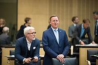 DEU, Deutschland, Germany, Berlin,22.09.2017: Der Chef der Thüringer Staatskanzlei und Minister für Kultur, Benjamin Immanuel Hoff (Die Linke) und Thüringens Ministerpräsident  Bodo Ramelow (Die Linke) vor einer Sitzung im Bundesrat.