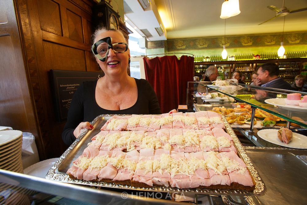 Vienna. Zum schwarzen Kameel. Erna Lenhardt showing Beinschinken-Brötchen - ham and fresh-grated horseradish sandwiches.