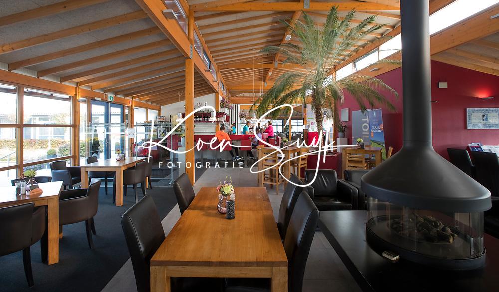 SCHIPLUIDEN - 2017 - Interieur clubhuis / restaurant.    Golfbaan DELFLAND . COPYRIGHT KOEN SUYK