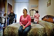 Napoli, Italia - 11 dicembre 2010. Sonia Recano con le sue figlie nella sua casa/stanza all'interno del Vergilius hotel a Napoli..Ph. Roberto Salomone Ag. Controluce.ITALY - Sonia Recano and her daughters in their room/house in Vergilius hotel in Naples on December 11, 2010.