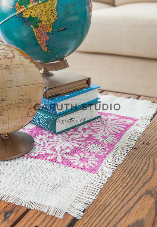 Burlap projects: Stenciled table runner
