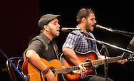 El duo cubano Decorason  cantan Saturday July 24,2015 en el Teatro Nacional en la Cuarta Edicion de los Conciertos Estudio y Lucha.  Photo: Edgar ROMERO/Imagenes Libress