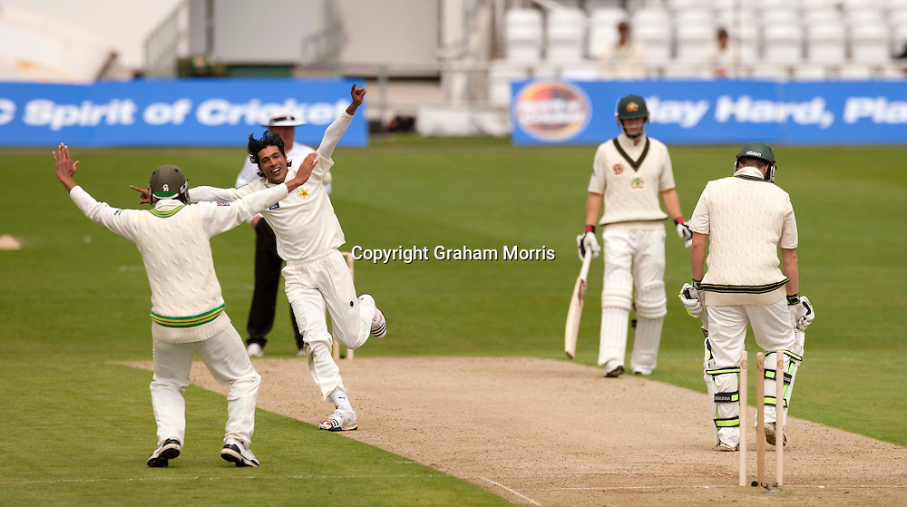 Mohammad Amir celebrates bowling Steve Smith during the second MCC Spirit of Cricket Test Match between Pakistan and Australia at Headingley, Leeds.  Photo: Graham Morris (Tel: +44(0)20 8969 4192 Email: sales@cricketpix.com) 21/07/10