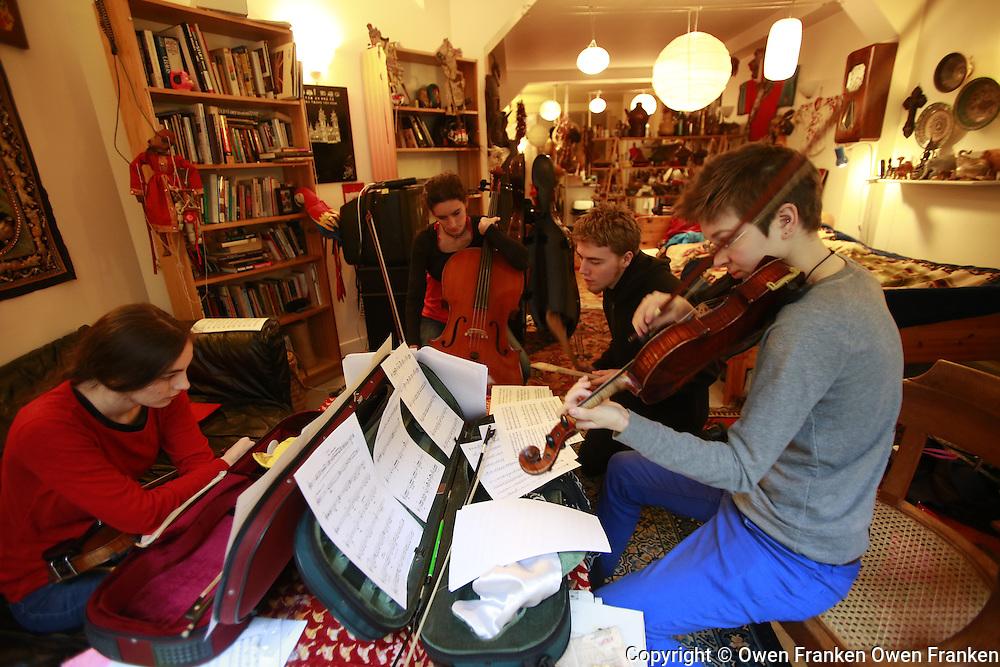 tunui rehearses his quartet