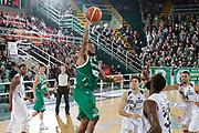 DESCRIZIONE : Avellino Lega A 2015-16 Sidigas Avellino Dolomiti Energia Trentino Trento<br /> GIOCATORE : Taurean Green<br /> CATEGORIA :  tiro<br /> SQUADRA : Sidigas Avellino <br /> EVENTO : Campionato Lega A 2015-2016 <br /> GARA : Sidigas Avellino Dolomiti Energia Trentino Trento<br /> DATA : 01/11/2015<br /> SPORT : Pallacanestro <br /> AUTORE : Agenzia Ciamillo-Castoria/A. De Lise <br /> Galleria : Lega Basket A 2015-2016 <br /> Fotonotizia : Avellino Lega A 2015-16 Sidigas Avellino Dolomiti Energia Trentino Trento