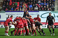 Scarlets' Gareth Davies controls the drive - Mandatory by-line: Craig Thomas/Replay images - 26/12/2017 - RUGBY - Parc y Scarlets - Llanelli, Wales - Scarlets v Ospreys - Guinness Pro 14