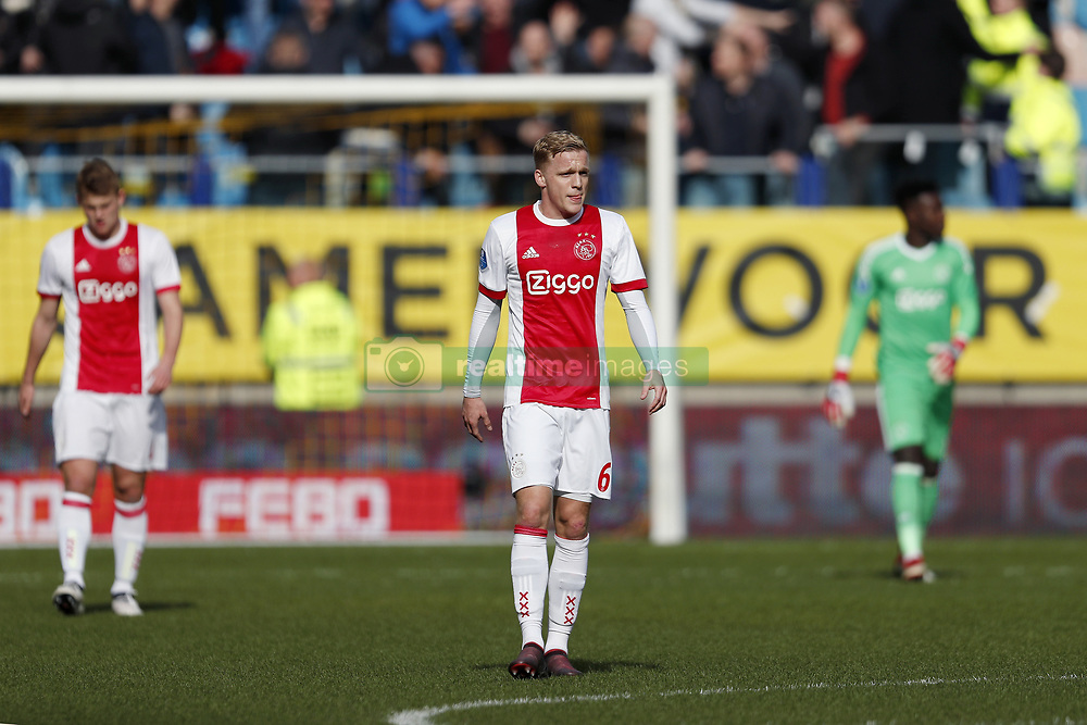 (L-R) Matthijs de Ligt of Ajax, Donny van de Beek of Ajax, goalkeeper Andre Onana of Ajax during the Dutch Eredivisie match between Vitesse Arnhem and Ajax Amsterdam at Gelredome on March 04, 2018 in Arnhem, The Netherlands