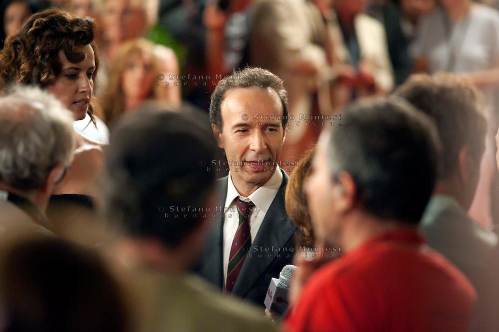 Roma 9 Agosto  2011.Il set del  film The Bob Decameron di Woody Allen, a Piazza della Repubblica.Roberto Benigni  sul set del film .