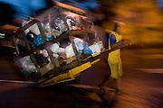 Belo Horizonte_MG, Brasil...Catadorade papel trabalhando na rua de Belo Horizonte...A paper collector working in the street in Belo Horizonte...FOTOS: BRUNO MAGALHAES /  NITRO