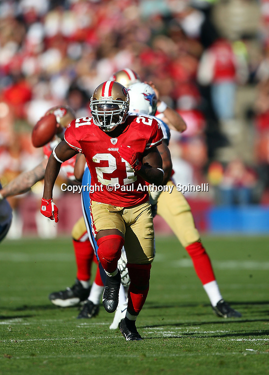 San Francisco 49ers running back Frank Gore (21) goes out for a pass during the NFL football game against the Tennessee Titans, November 8, 2009 in San Francisco, California. The Titans won the game 34-27. (©Paul Anthony Spinelli)
