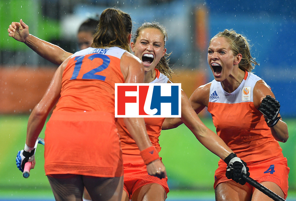 Netherland's Lidewij Welten (L) is congratulated by teammates after scoring the opening goal during the women's quarterfinal field hockey Netherlands vs Argentina match of the Rio 2016 Olympics Games at the Olympic Hockey Centre in Rio de Janeiro on August 15, 2016. / AFP / Carl DE SOUZA        (Photo credit should read CARL DE SOUZA/AFP/Getty Images)