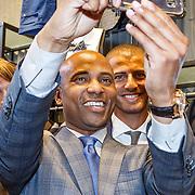 NLD/Amsterdam/20150903 - Lancering Humberto by van Gils, Humberto Tan maakt een selfie