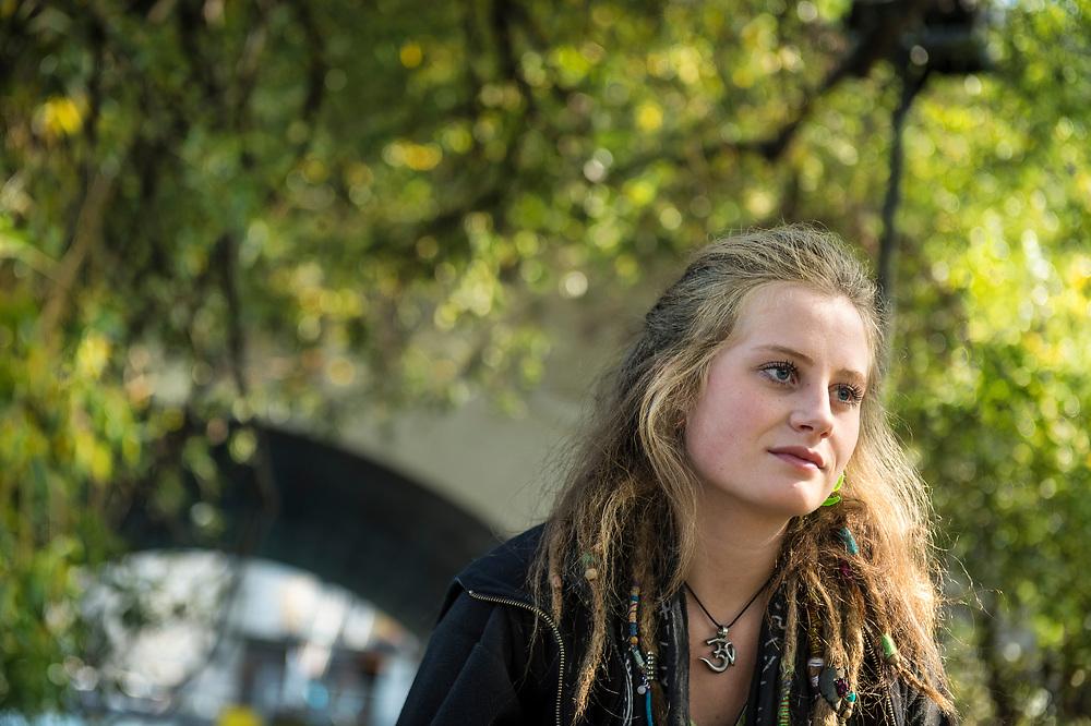 Dana, 18 ans hippie à Genève.