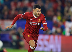 SEVILLE, SPAIN - Tuesday, November 21, 2017: Liverpool's Alex Oxlade-Chamberlain during the UEFA Champions League Group E match between Sevilla FC and Liverpool FC at the Estadio Ramón Sánchez Pizjuán. (Pic by David Rawcliffe/Propaganda)