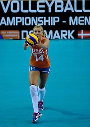 07-09-2012 VOLLEYBAL: EK KWALIFICATIE VROUWEN NEDERLAND - DENEMARKEN : APELDOORN<br /> Nederland wint vrij eenvoudig met 3-0 van Denemarken / Laura Dijkema<br /> ©2012-FotoHoogendoorn.nl